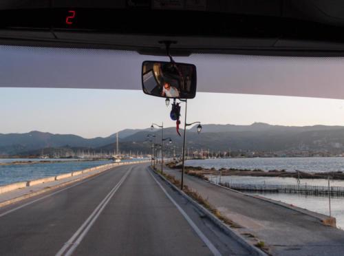 Busfahrt über den Damm nach Lefkada