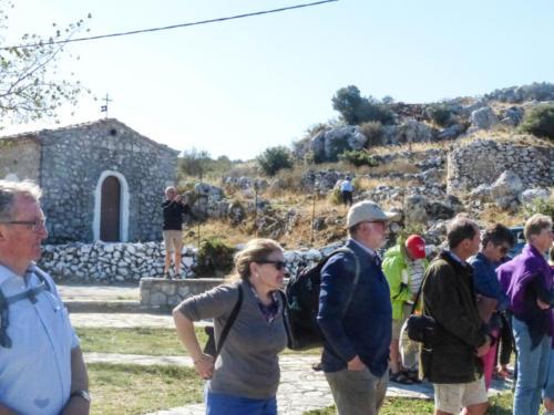Kapelle und Ruinen auf der Hochebene von Agios Donatos